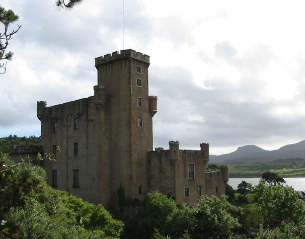 1280px-Dunvegan_Castle3